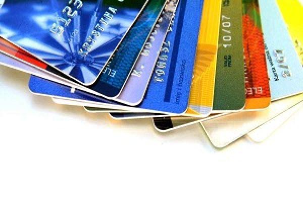 مدیر اداره نظامهای پرداخت بانک مرکزی خبر داد: تجمیع کارتهای بانکی در دستور کار