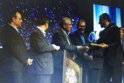 دریافت تندیس جشنواره تعاونیهای برتر توسط اتحادیه سراسری فرش دستباف ایران